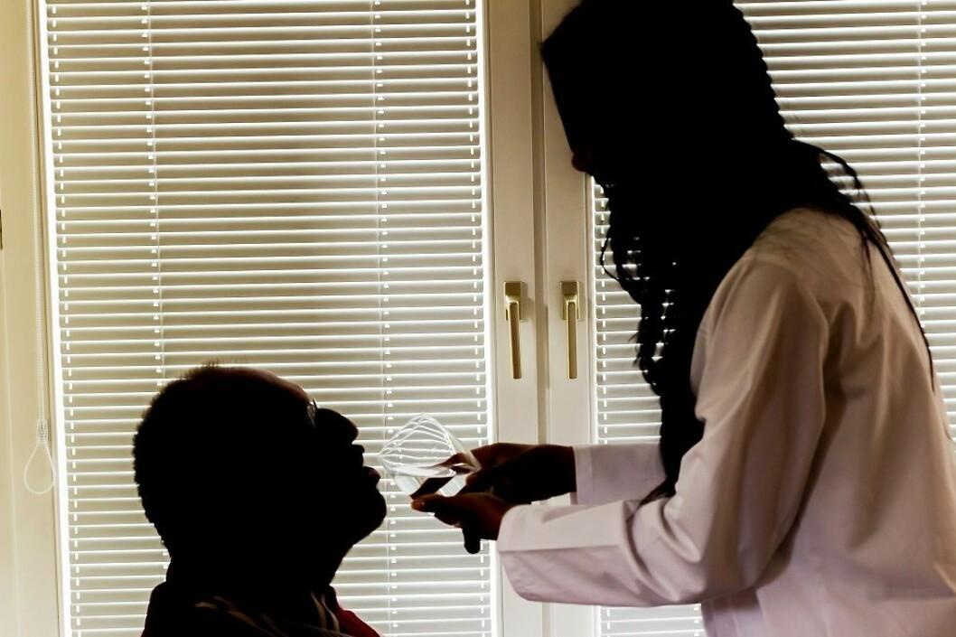 Arbeidsmiljøet i helse og sosialyrker kjennetegnes av arbeidskrav knyttet til å håndtere pasienter, klienter og pårørende. (Ill.foto: Colourbox)