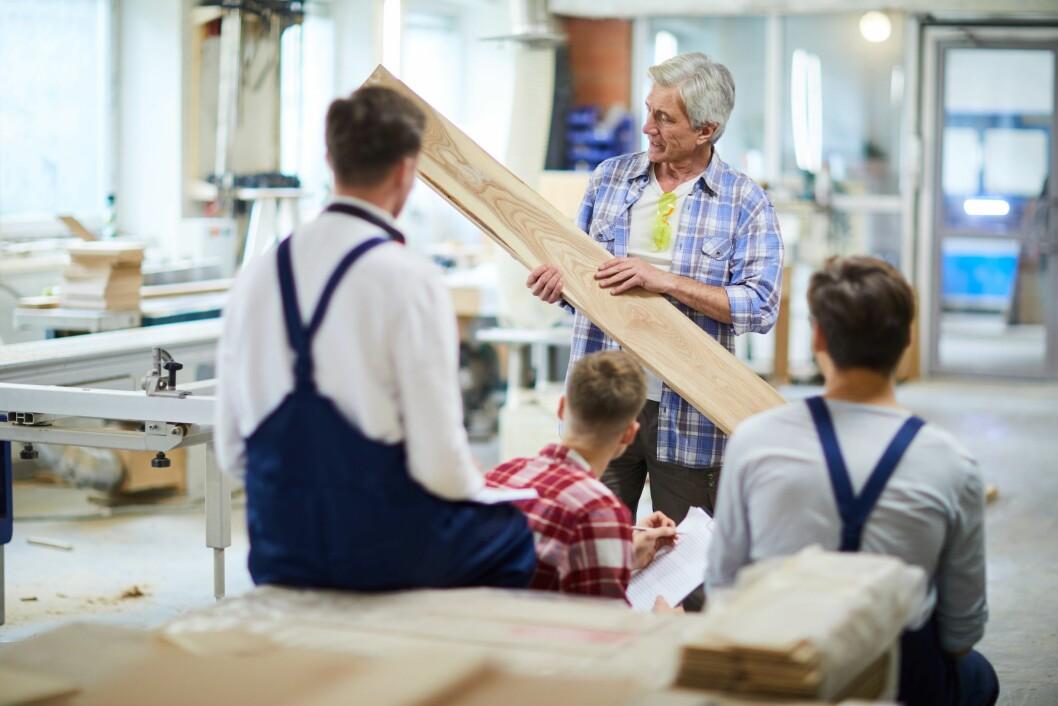 Arbeidsgivere innen utdanningssektoren har et mer positivt syn på eldres produktivtet enn mange andre bransjer. (Ill.foto: Colourbox)