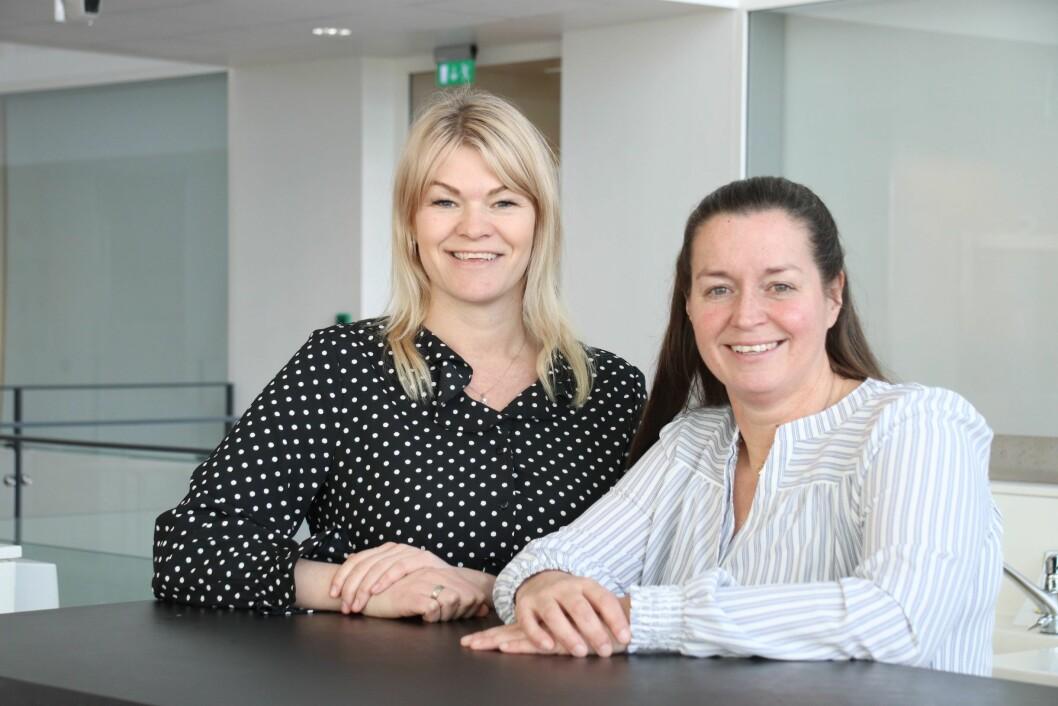 Sykepleierne Ida-Marie Nielsen (t.v) og Lotta Våde har jobbet med kreftpasienter i mange år. Nå jobber de for å gi kreftoverlevere et bedre tilbud etter at behandlingen er avsluttet. (Foto: Ole Alvik)