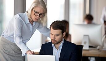 Deloitte gir de unge lederrollen i omvendt mentorprogram