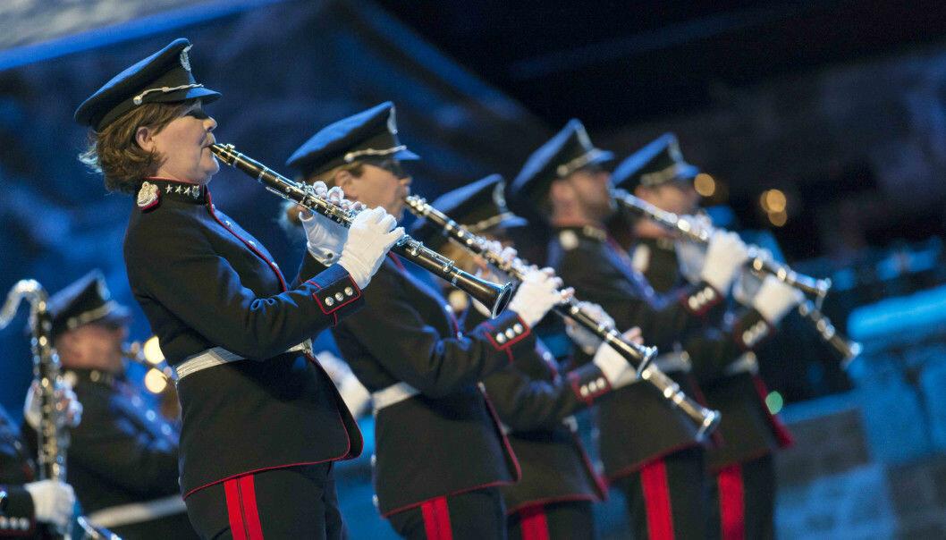 Musikerne i Forsvarets musikk har mer fysiske og psykiske plager enn sine sivile kolleger. Bildet viser Forsvarets stabsmusikkorps under Norsk militær tattoo i 2018.