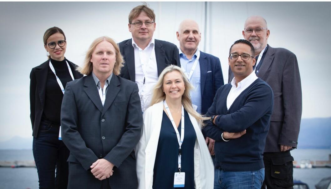 Bak fra venstre: Monjia A. Mzali, Karl-Anders Grønland, Rolf Olav Johannessen, Jørn Wad. Foran fra venstre: Vegard Høidalen, Ina Giske, Yousuf Gilani.