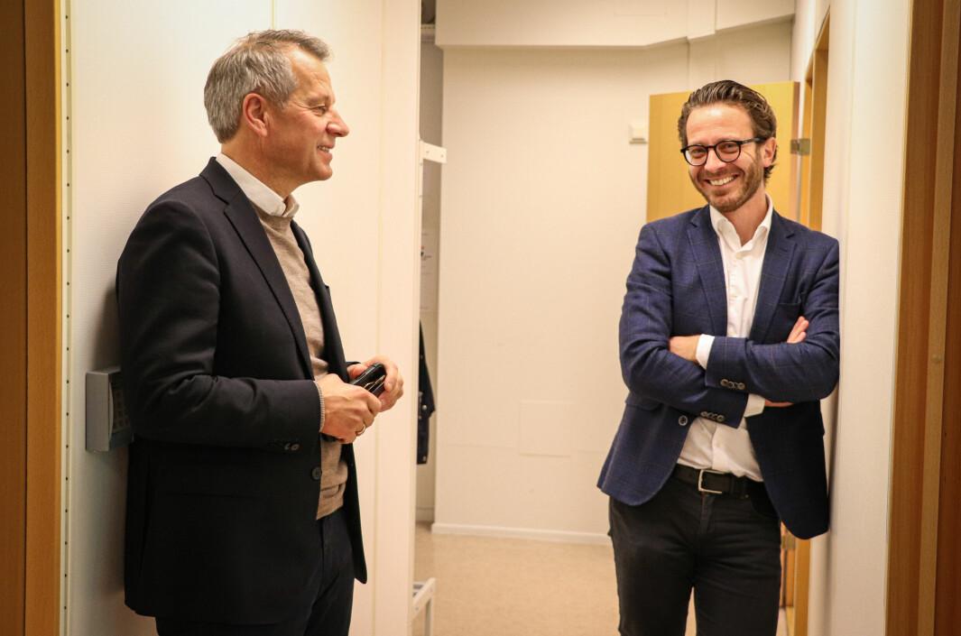 En ny god informasjonsøkt er gjennomført på direkten. Administrerende direktør Trond Hagerud (t.v.) og HR-sjef Frode Ek Skarnes kan koste på seg et par fornøyde smil.
